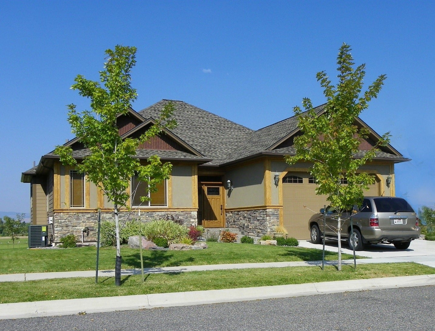 Exterior front view of house property